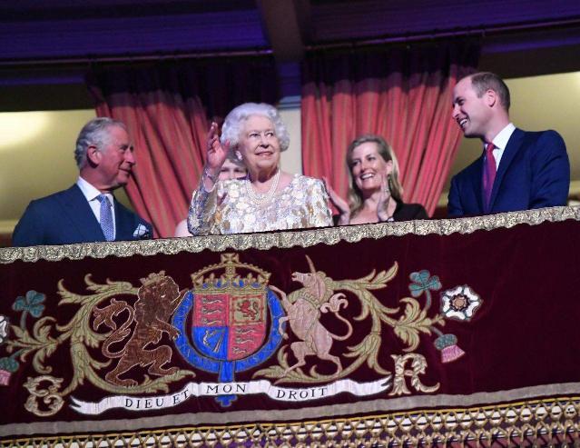 Их Британийн хатан хаан 92 насны төрсөн өдрөө тэмдэглэв