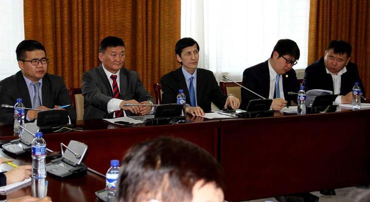 Монгол Улсын усны нөөцийг хэлэлцэж байна