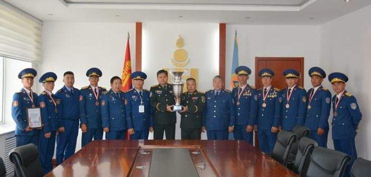 Медаль хүртсэн баг тамирчдад хүндэтгэл үзүүлэв