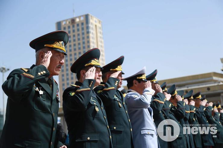 Генерал цолтонгуудад хүндэтгэл үзүүллээ