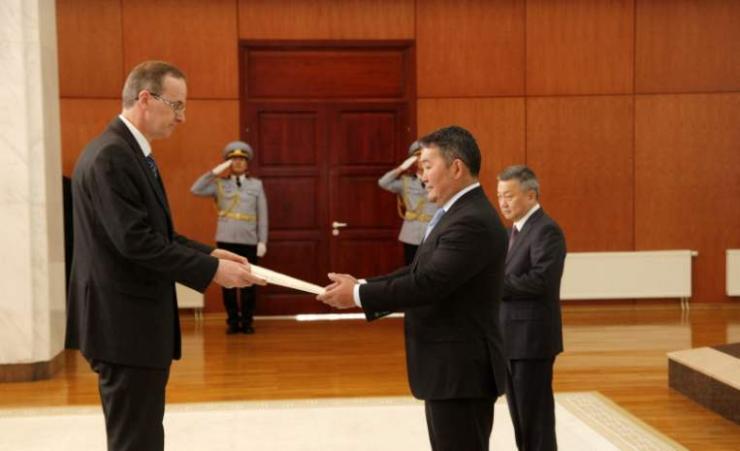 Ерөнхийлөгч Х.Баттулгад ИБУИНВУ-ын Элчин сайд Итгэмжлэх жуух бичгээ өргөн барилаа