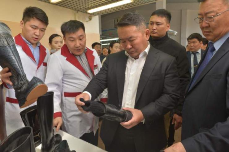 Ерөнхийлөгч дотоодын гутал үйлдвэрлэгчдийн төлөөлөлтэй уулзлаа