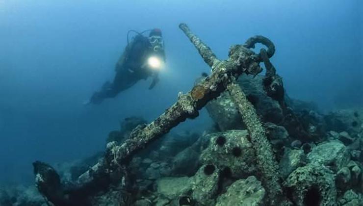 Севастополийн эрэг хавиас эртний Ромын үеийн хөлөг онгоц олджээ