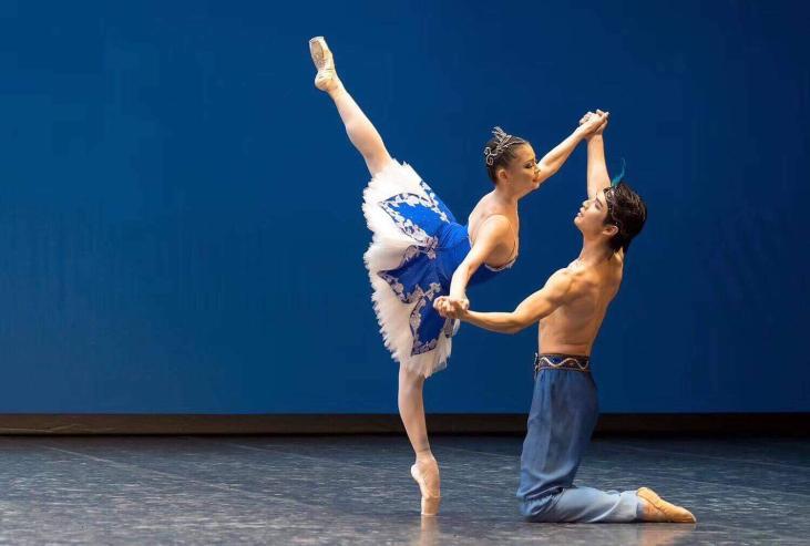 Шанхайн олон улсын балетын тэмцээнд О.Анужин нар оролцож байна