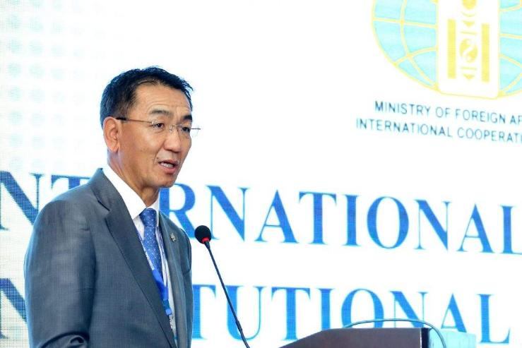 """""""Үндсэн хуулийн нэмэлт өөрчлөлтийн асуудал: Монгол улсын жишээ"""" хурал болж байна"""