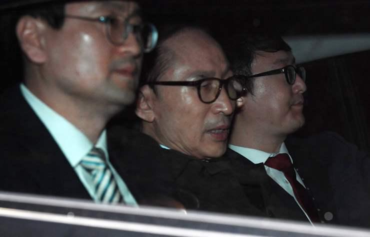 БНСУ-ын Ерөнхийлөгч асан И Мён Бакийг баривчиллаа