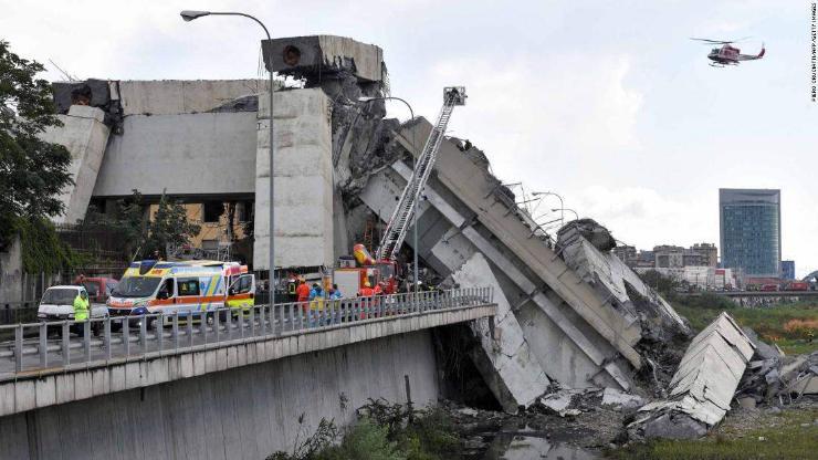 Италид гүүр нурж 22 хүн амиа алджээ