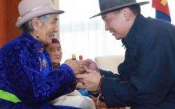 У.Хүрэлсүх: Хүн бүрийн сэтгэл зүрхэнд энэрэл нигүүлслийн гэгээ мөнхөд бадамлаж байх болтугай