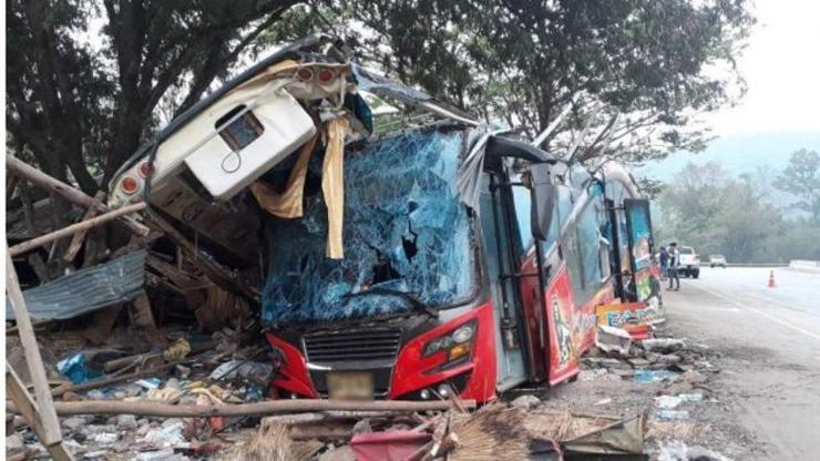 Тайландад давхар автобус осолдож, 18 зорчигч амиа алджээ