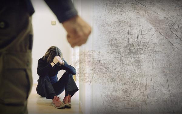 Согтуурсан үедээ эхнэрийгээ гутлаар зодож, зүүн гарыг нь хугалжээ
