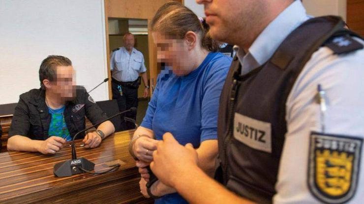 Германы хосууд 9 настай хүүгийнхээ биеийг нь үнэлдэг байжээ