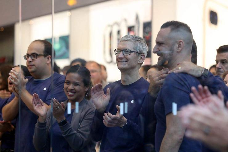 Үнэлгээ нь их наядад хүрсэн анхны компани Apple боллоо