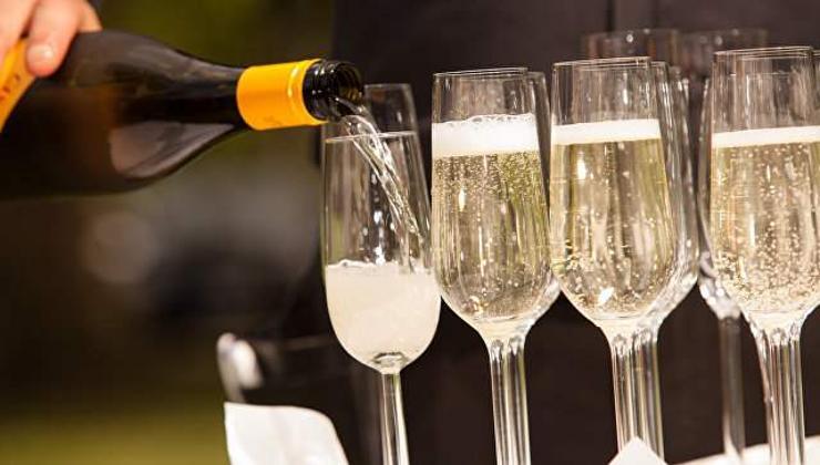 Шинэ жилээр оросууд 1.3 тэрбум согтууруулах ундаа хэрэглэжээ
