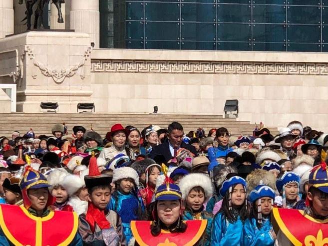 Чингисийн талбайд 3333 хүүхэд шүлэг уншив