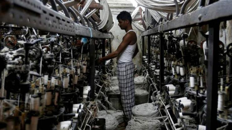 Энэтхэгийн эдийн засаг гэрлийн хурдаар өсч байна