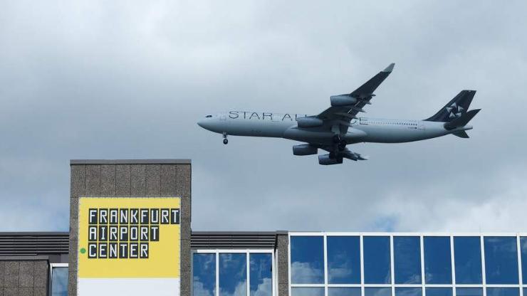 Франкфурт ОУ-ын нисэх онгоцны буудлыг түр хугацаагаар хаажээ