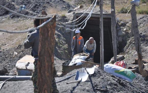 Нүүрсний уурхайд 4 залуу хордож амиа алджээ