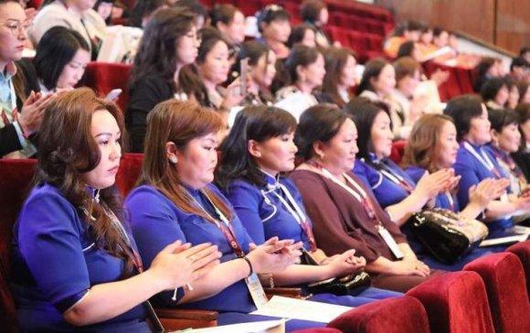 """""""Уурхайчин эмэгтэйчүүд-хөгжлийн төлөө"""" үндэсний чуулган Орхон аймагт эхэллээ"""
