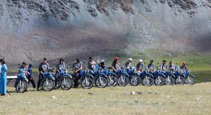 Байгаль хамгаалагч нарт 13 мотоцикль гардууллаа