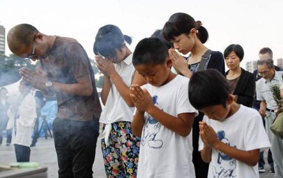 Хирошимагийн цөмийн бөмбөгдөлтөд амиа алдсан хүмүүсийн дурсгалыг хүндэтгэв