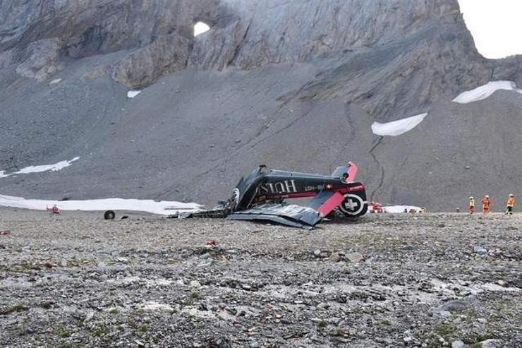Альпийн нуруунд онгоц осолдож, 20 хүн амиа алдав