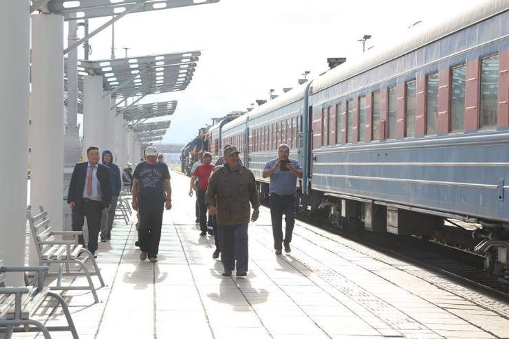 Дорнод Сибирийн төмөр замын сэргээн босголтын галт тэрэгний баг өнөө өглөө эх орондоо буцлаа