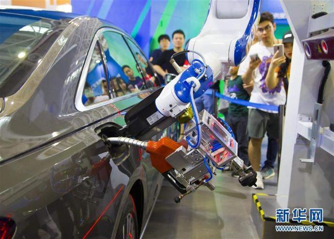 Бензин түгээгч робот
