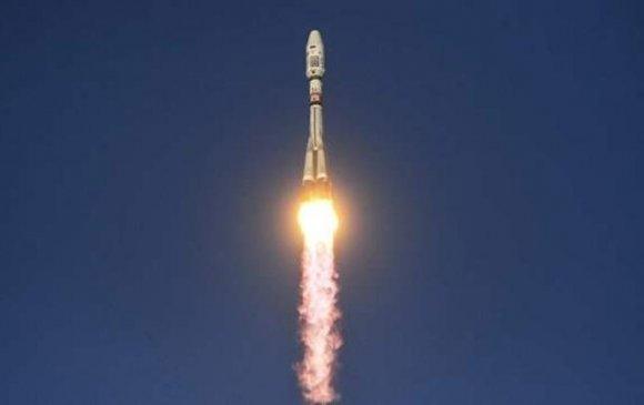 """11 хиймэл дагуултай """"Союз-2.1а"""" хөлгийг хөөргөлөө"""