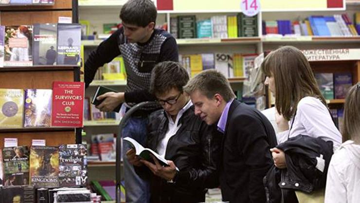 Оросууд ямар зохиолчийн номыг илүү уншиж байна вэ?