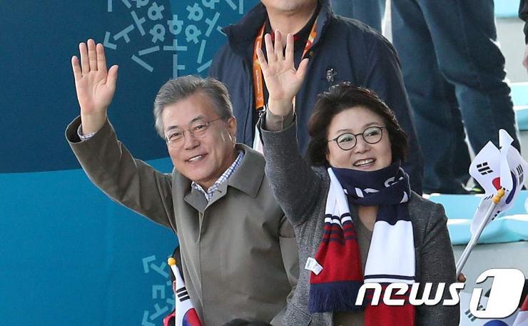 БНСУ-ын ерөнхийлөгч Олимпийн тосгонд зочлов