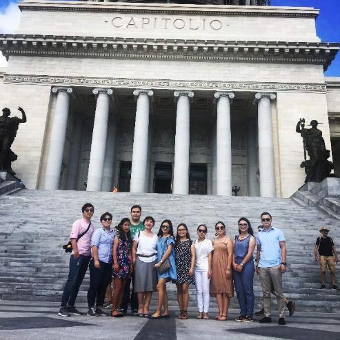 Кубад сурч буй оюутнууд Кубын Парламентын ордонтой танилцав