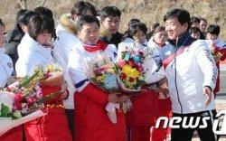 Хойд Солонгосын эмэгтэй хоккейчид Сөүлд ирлээ