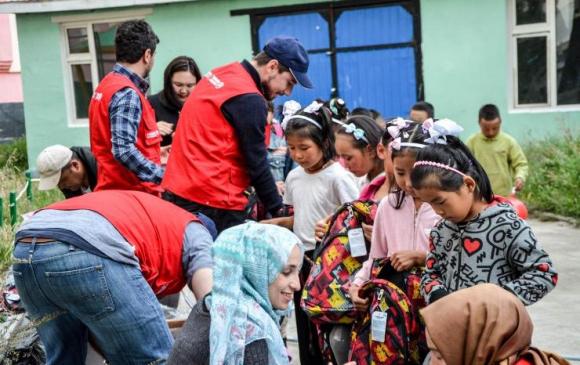 """""""Turkish Airlines"""" асрамжийн газрын хүүхдүүдийг баярлууллаа"""