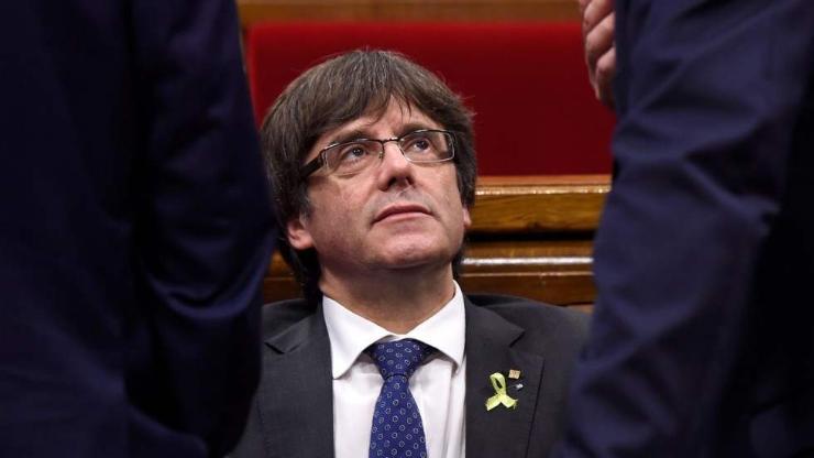 Каталоны экс лидерийг баривчилсныг эсэргүүцсэн иргэд жагсав