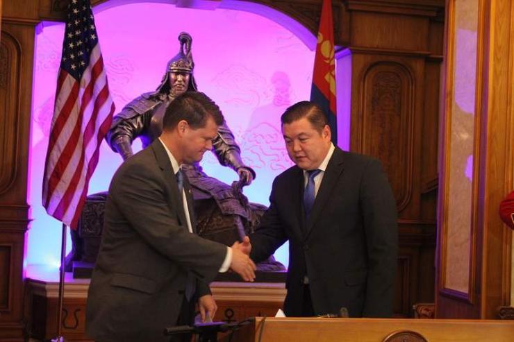 Монгол Улс АНУ-ын цэргийн албан хаагчид эмнэлэгт үнэ төлбөргүй үйлчлүүлэх боломж бүрдлээ