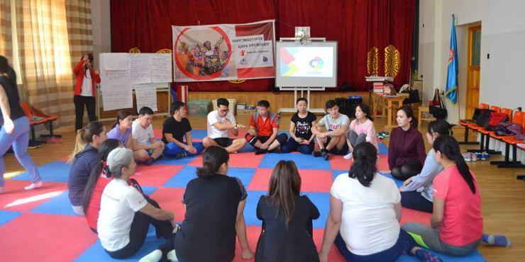 Дасгалжуулагч багш, нийгмийн ажилтанг бэлтгэх сургалт зохион байгуулж байна