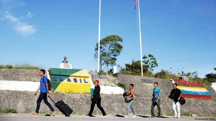 Бразил Венесуэл улстай хиллэх хилээ хаажээ