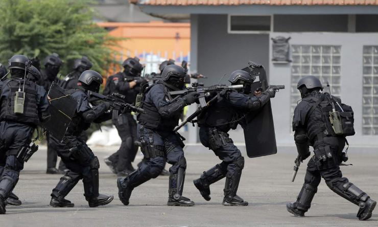 Азийн олимпоос болж Индонезийн цагдаа 31 хүнийг бууджээ