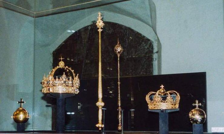 Шведийн сүмээс түүхэн үнэт эдлэлүүд хулгайлагджээ