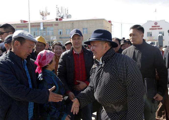 Ерөнхийлөгч Говь-Алтай аймгийн иргэдтэй уулзлаа