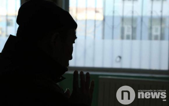 Хар тамхи: Залуучуудад хэн мэдээлэл өгөх ёстой вэ?
