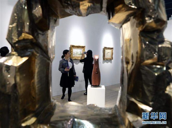 248 галерей бүтээлээ дэлгэлээ