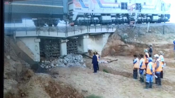 Үерт автсан гүүрийг засч, галт тэрэгний хөдөлгөөнийг саадгүй болголоо