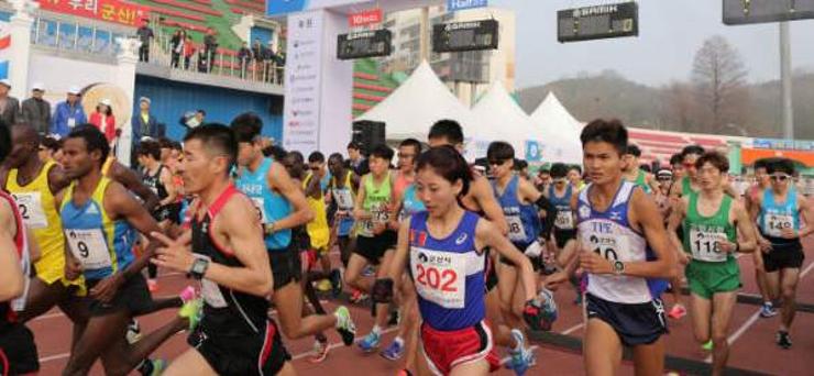 Монгол охин Гунсаны марафоноос мөнгөн медаль хүртэв