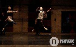 Балетын жүжигчид хойд хөршөөс найман медальтай иржээ