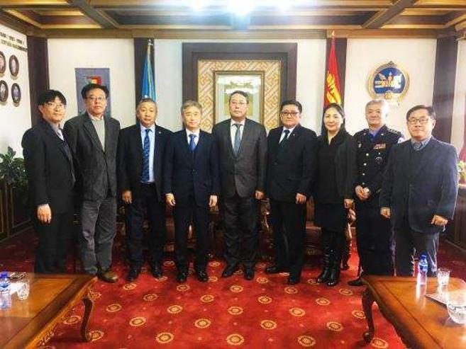 Чой Ёонг Шик тэргүүтэй төлөөлөгчдийг хүлээн авч уулзав