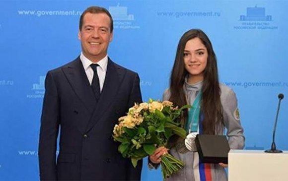 Евгения Медведева жолооны үнэмлэхгүй