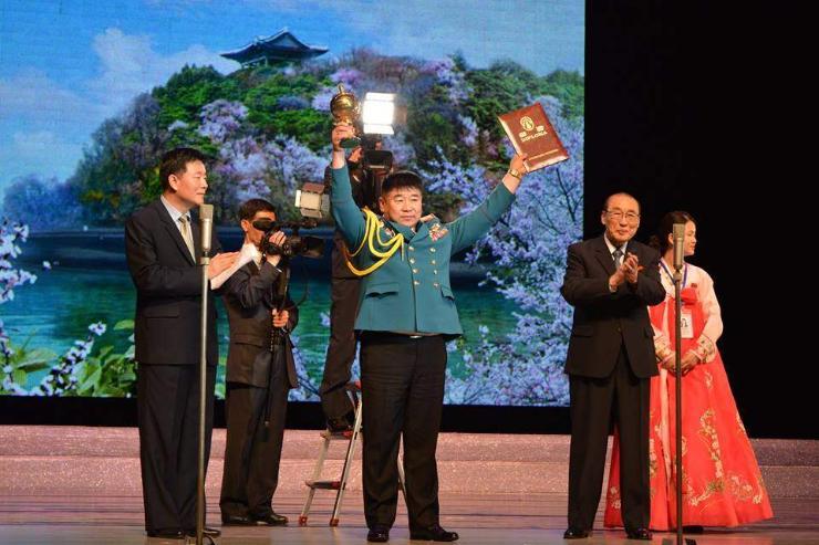 Цэргийн дуу бүжгийнхэн олон улсын урлагийн наадмаас Гран при авчээ